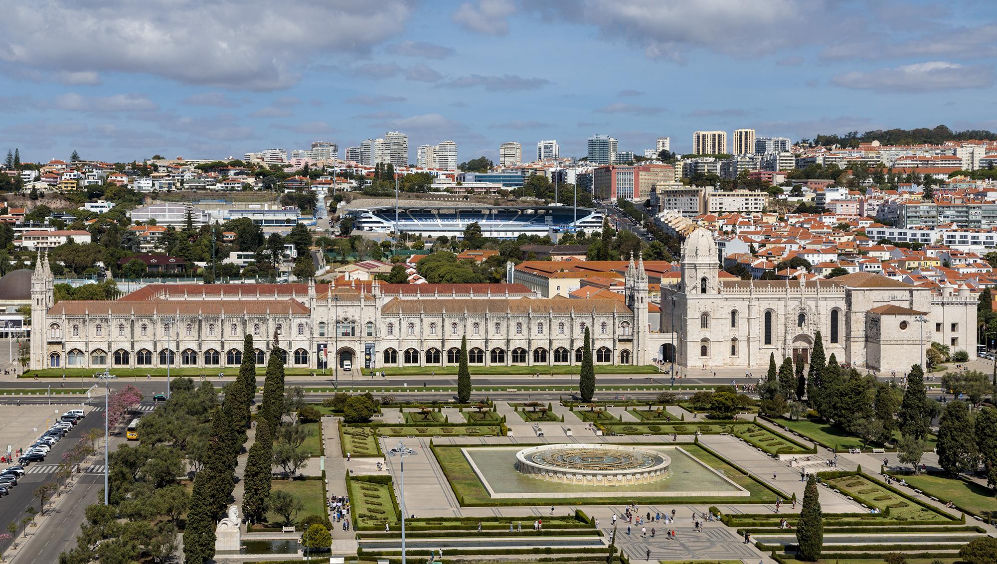 Lissabon: Jardim da Praça do Império und Mosteiro dos Jerónimos