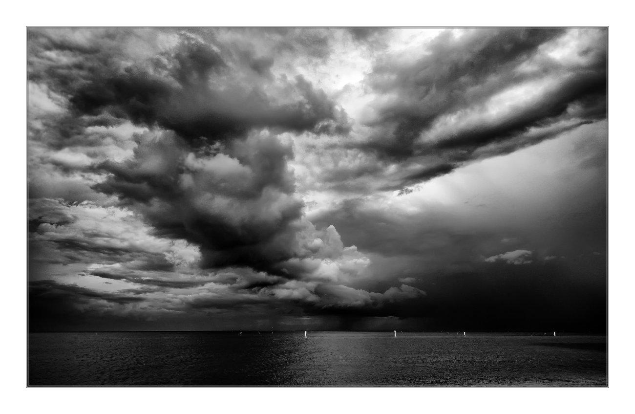 Italien - Gewitter über der Adria bei Fermo.