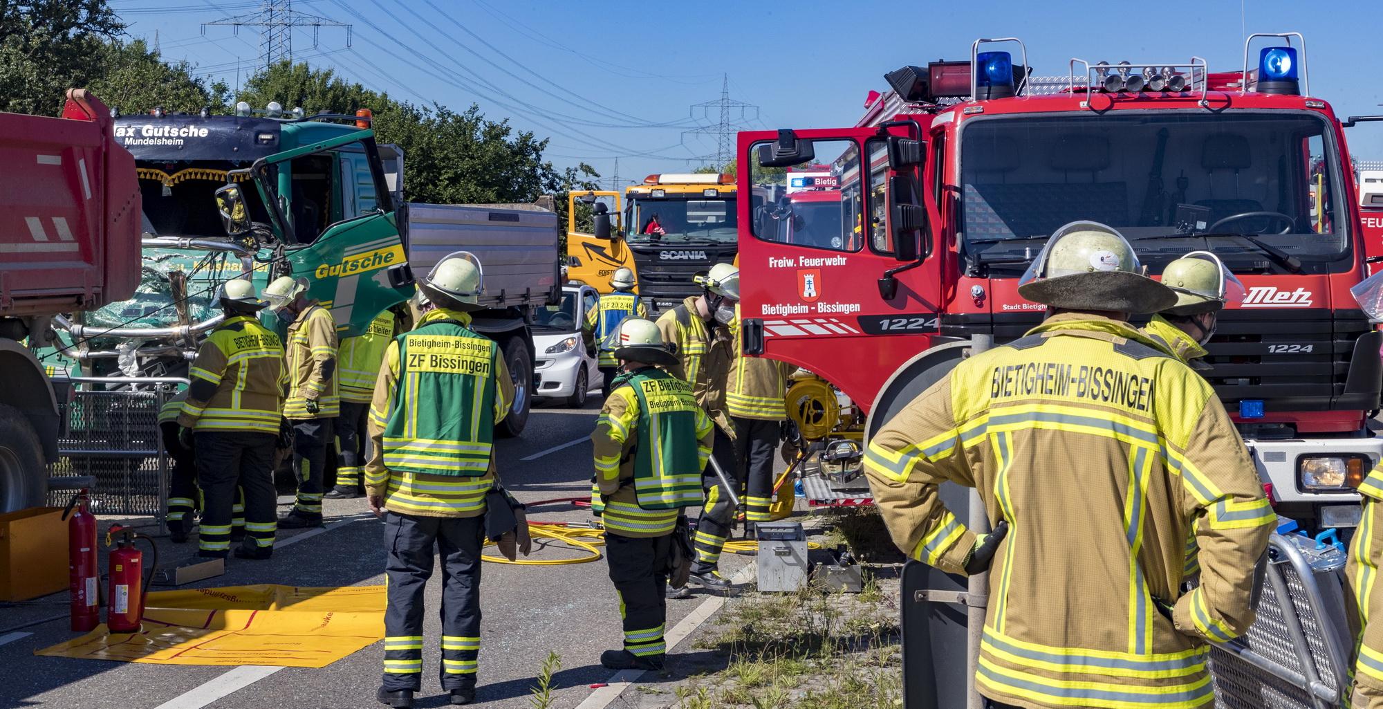 Tamm: Verkehrsunfall mit zwei LKWs