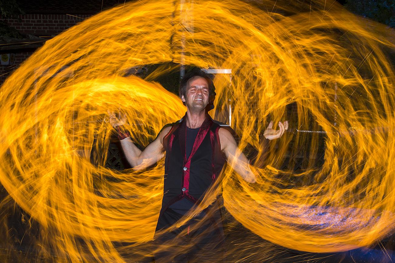 Feuershow bei einem Firmenjubiläum.