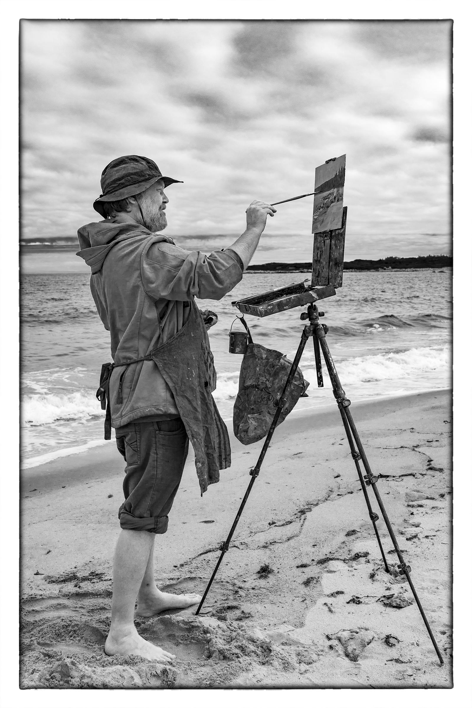 Kunstmaler am Crystal Crescent Beach, Sambro Creek, Nova Scotia.