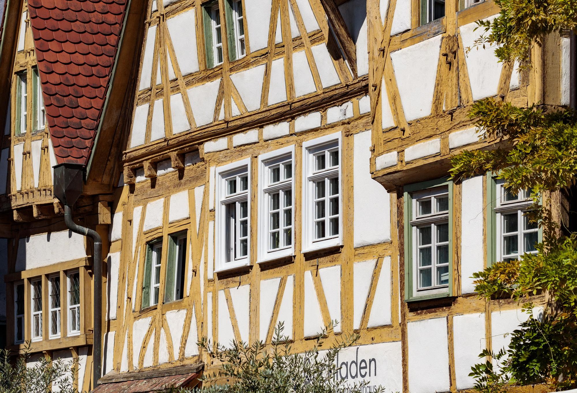 Besigheim: Fachwerk Dreigiebelhaus